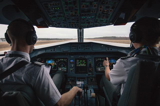 image of pilot and co-pilot - collegecliffs.com