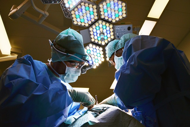 image of surgeons - collegecliffs.com