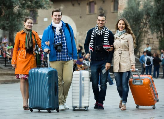 smiling american travelers with baggage sightseeing and smiling in autumn